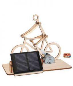 太阳能供电的木制玩具自行车